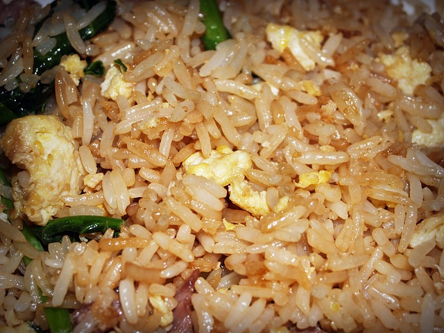 סלט אטריות אורז אסייתי