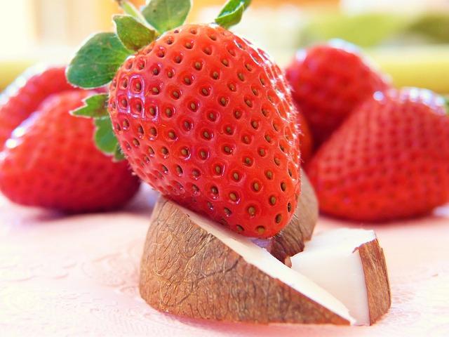 קינוח תותים וקוקוס