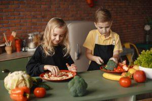 איך מלמדים ילדים לאמץ אורח חיים בריא