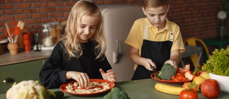 איך מלמדים ילדים לאמץ אורח חיים בריא?